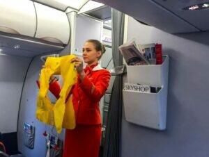 В Анапе задержали мужчину, укравшего из самолета спасательный жилет